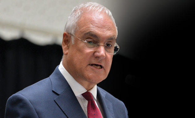 Children slowed down by 'insufficient' spelling, punctuation and grammar at secondary school, Wilshaw claims