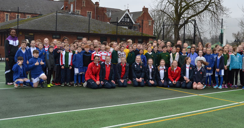 Superleague netballers show under-10 squad how it's done