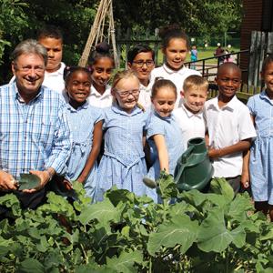 Alan Titchmarsh launches primary school gardening club