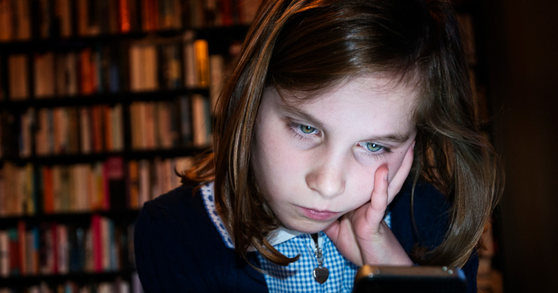 Pupils who are extreme internet users more likely to be bullied, report warns