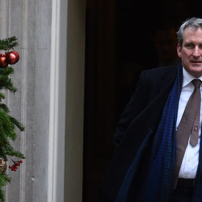 Pupils should ditch gadgets and climb trees in 2019, Damian Hinds tells schools