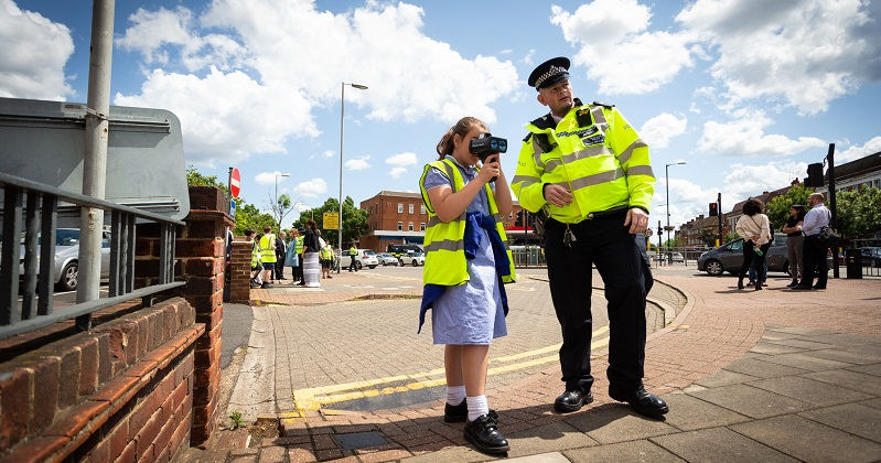 Police use pupils to scold speeding drivers outside primary schools