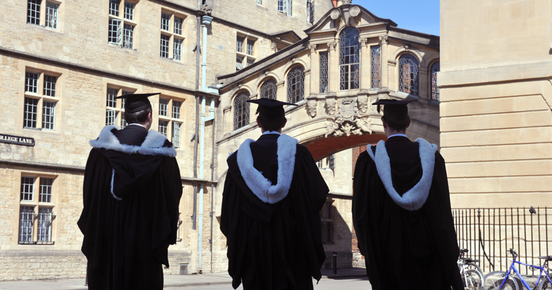 University admissions gap between rich and poor students still 'far too wide'